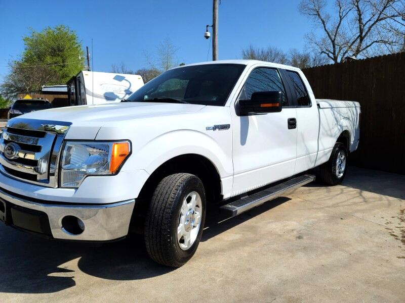 Ford F-150 XL SuperCab 8-ft. Bed 2WD 2011