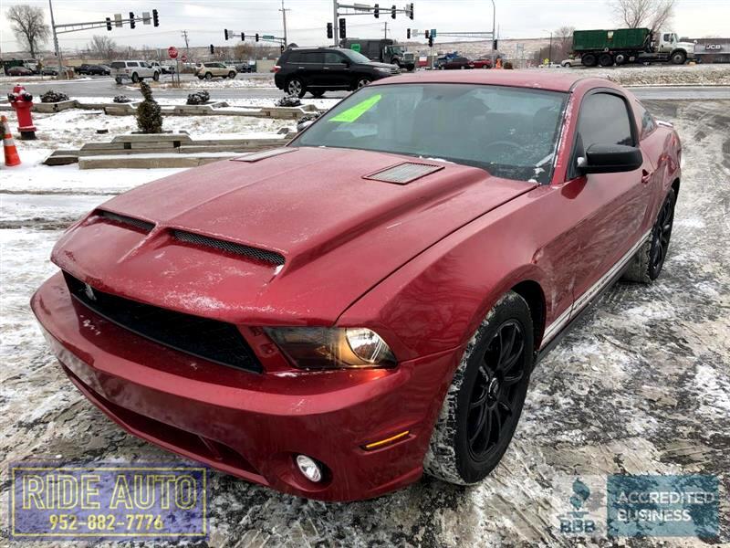 2012 Ford Mustang 2 door hard top, Cobra Replica, 305hp V6 !