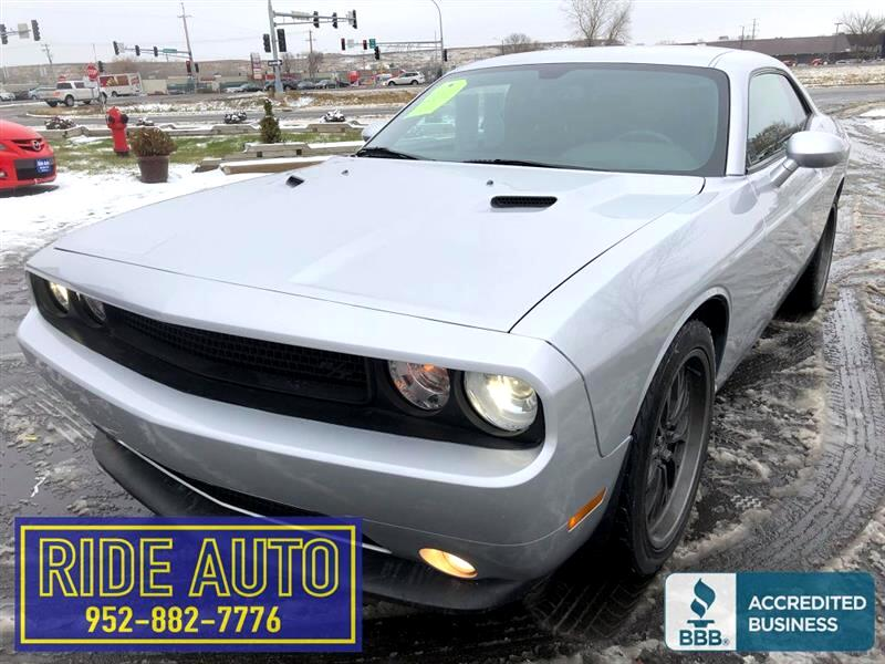2012 Dodge Challenger R/T, 2 door hard top, 390hp 5.7 HEMI V8, 6 SPEED !