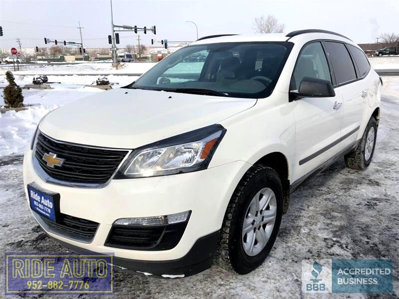 2014 Chevrolet Traverse LS, 3.6 V6, cloth 8 passenger, EXTRA CLEAN !