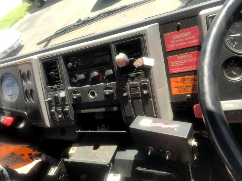 2001 Freightliner HC70 2001 FREIGHTLINER HC70JOHNSTON 605 SWEEPER