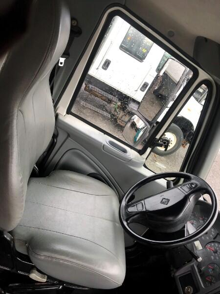 2007 International 4300 2007 INT 4300 UTILITY SERVICE BODY TRUCK