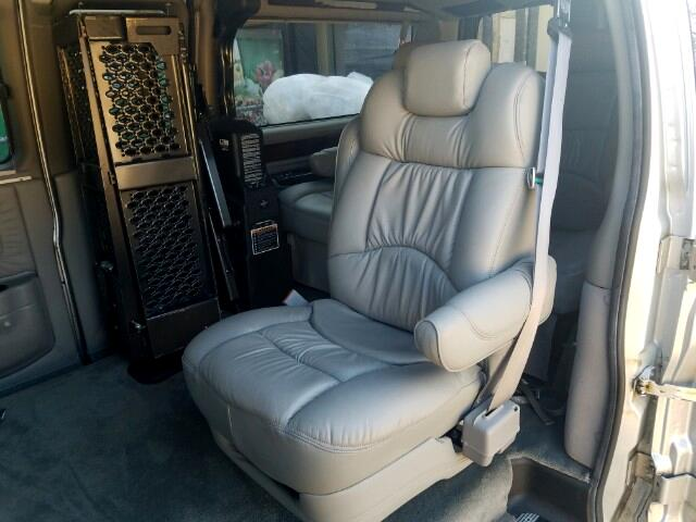2004 GMC Savana Handicap lift