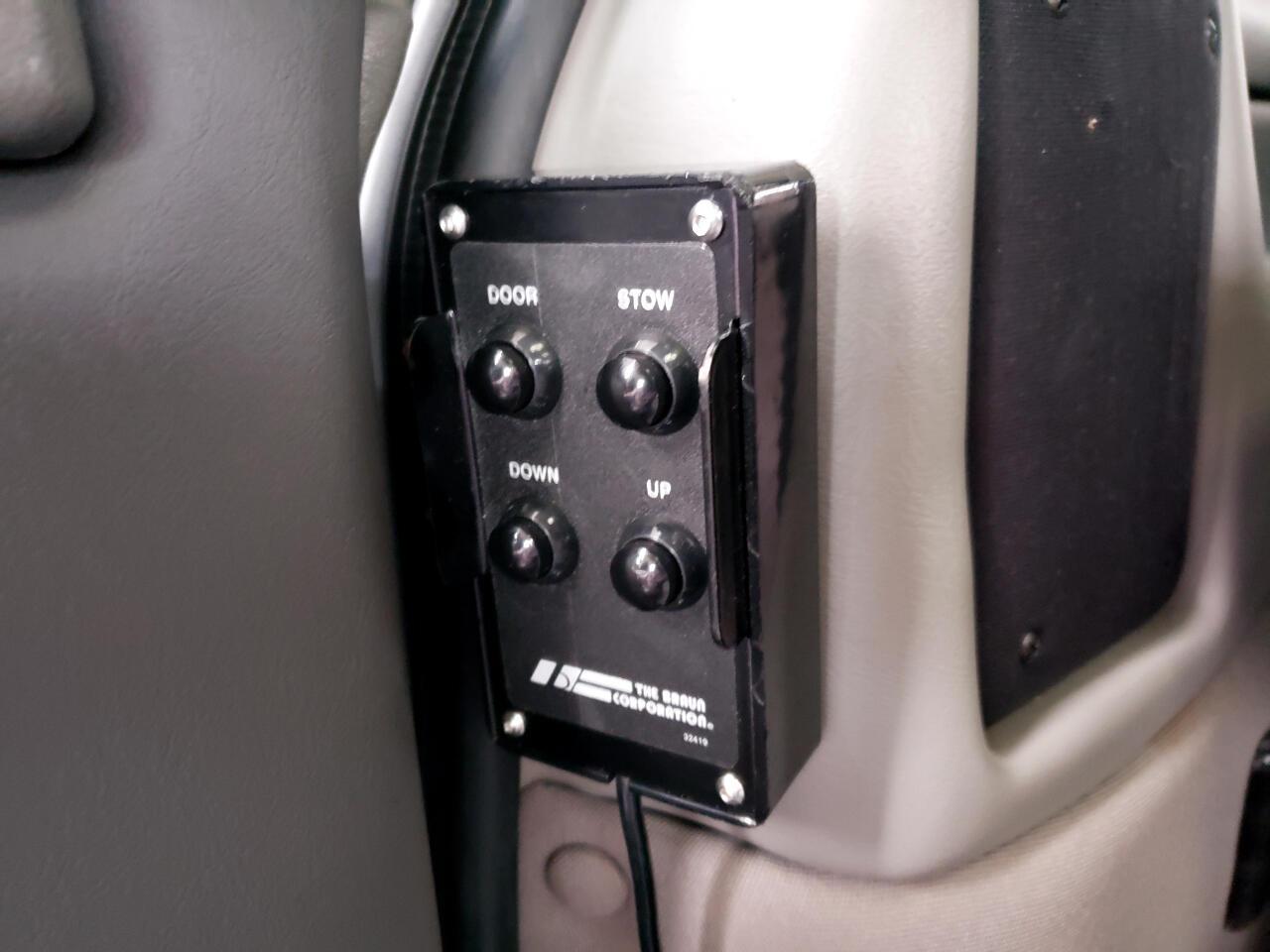 2013 GMC Savana 2500 Extended Handicapped UVL lift Explorer Conver