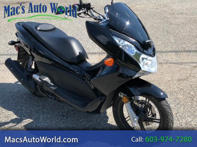 2013 Honda PCX150 scooter