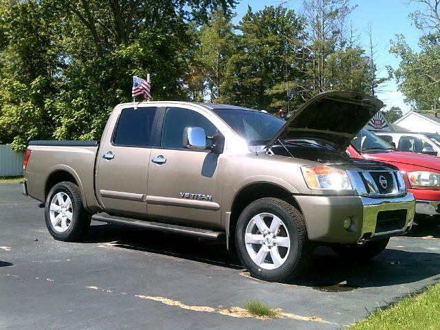 2008 Nissan Titan LE Crew Cab 4WD SWB