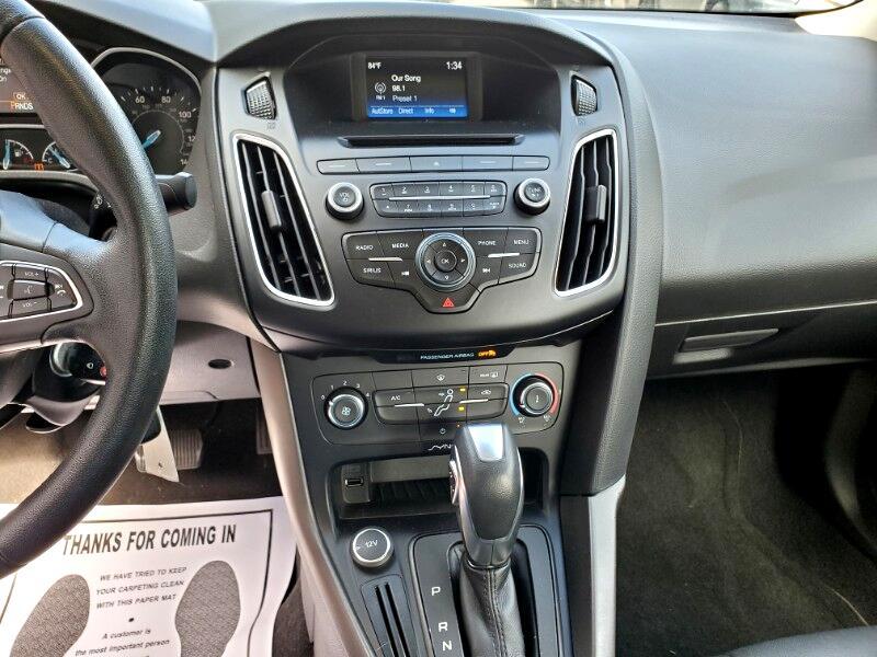 Ford Focus SE Sedan 2016