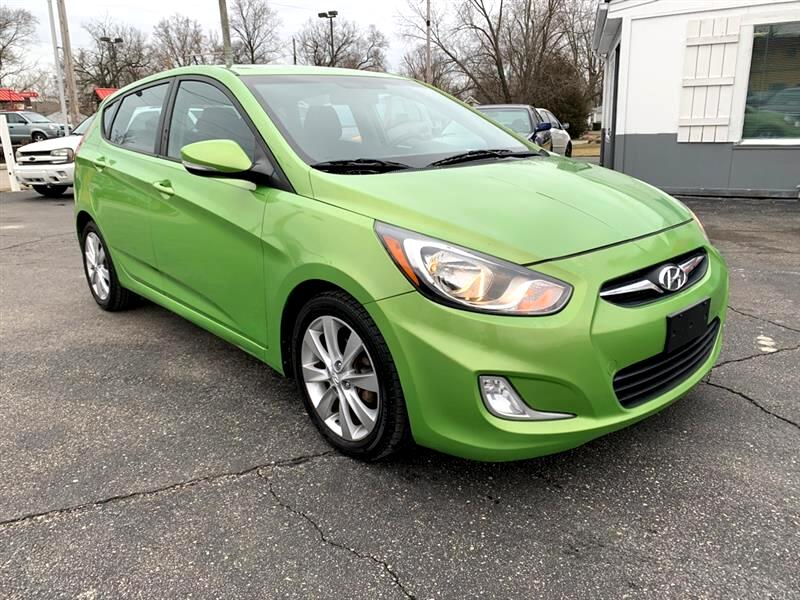 Hyundai Accent SE 5-Door 2013