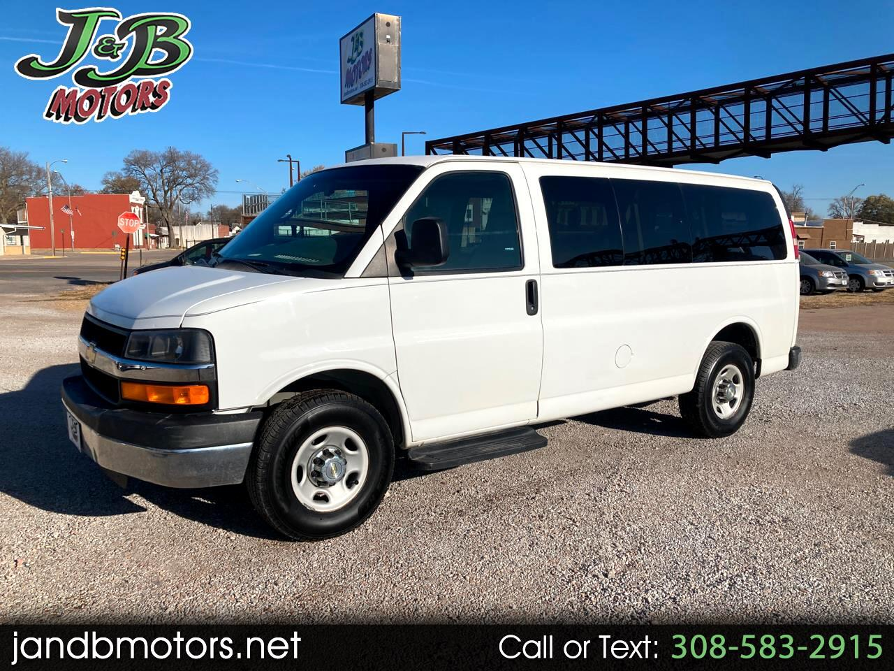 "Chevrolet Express Passenger RWD 3500 135"" LT w/1LT 2013"