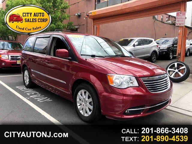 2013 Chrysler Town & Country Touring Minivan 4D