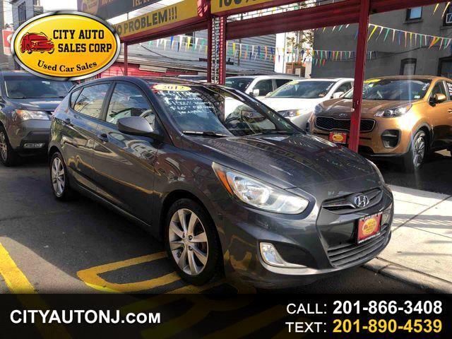 2012 Hyundai Accent SE Hatchback 4D