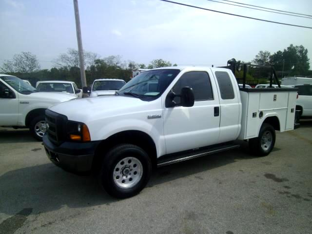 2006 Ford F-250 SD XL SuperCab Short Bed 4WD