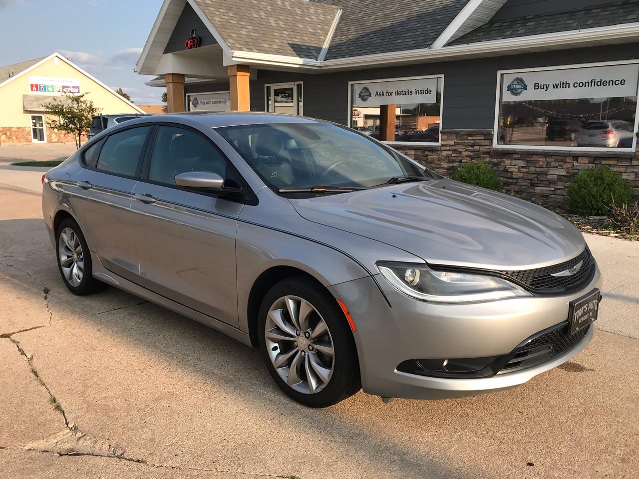 Chrysler 200 4dr Sdn S FWD 2016