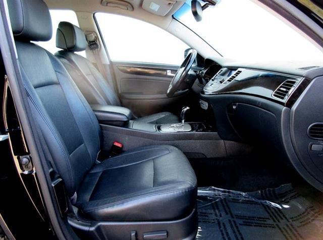 2012 Hyundai Genesis 4dr Sdn 3.8L V6