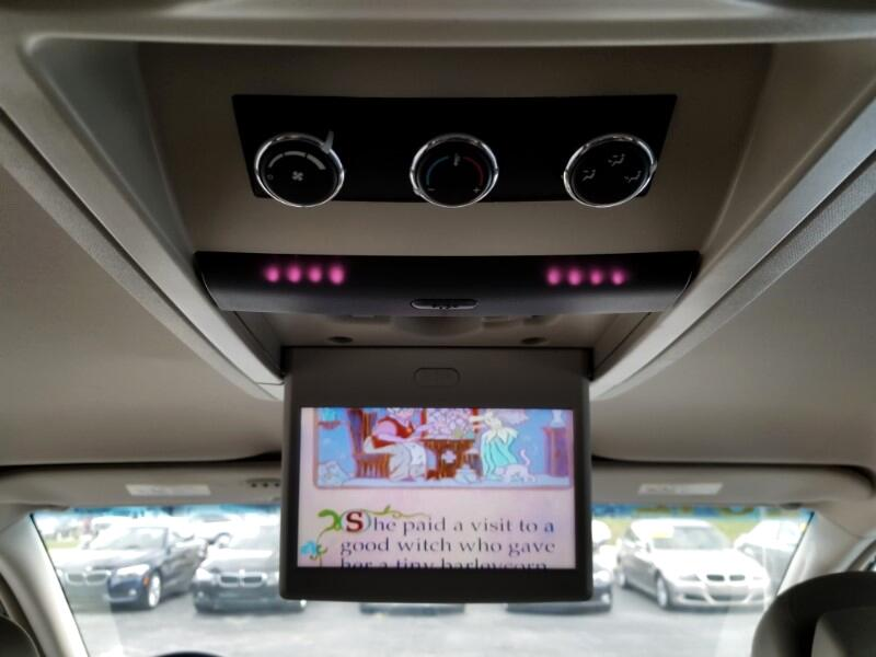 2012 Volkswagen Routan 4dr Wgn SE w/RSE & Navigation