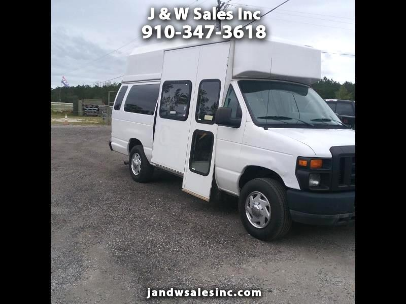 Ford Econoline E-350 Super Duty Extended 2011