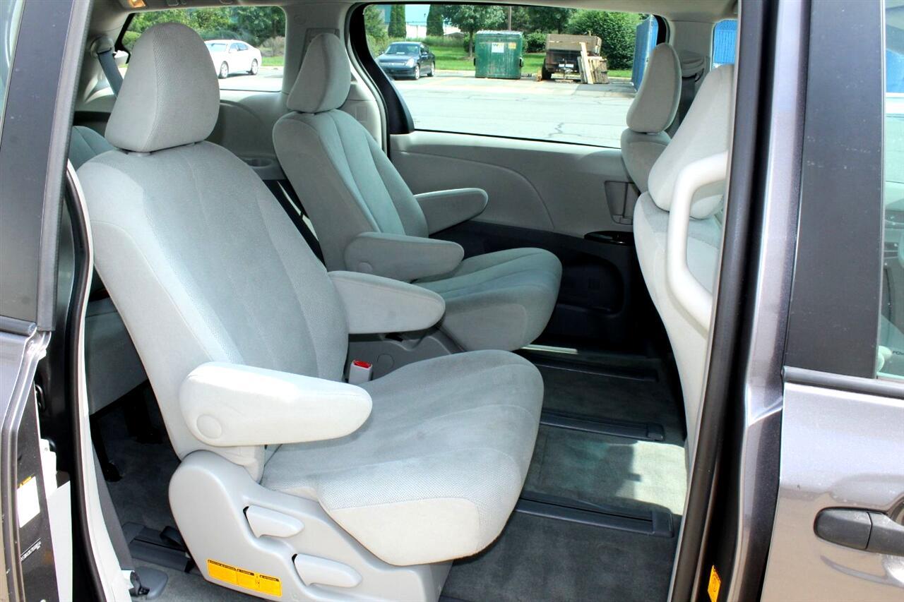 2011 Toyota Sienna 5dr 7-Pass Van I4 FWD (Natl)