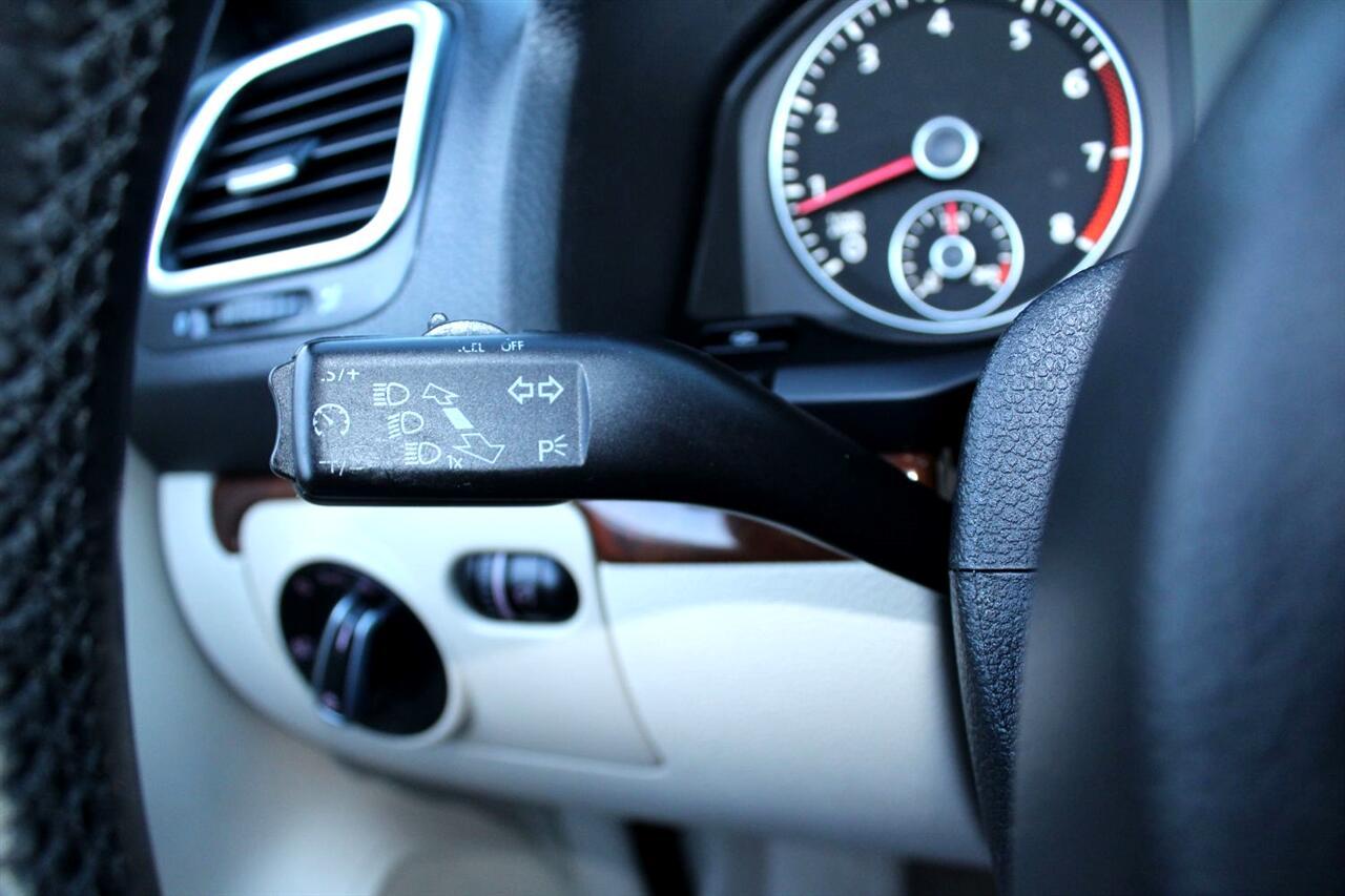 2012 Volkswagen Eos 2dr Conv Executive SULEV
