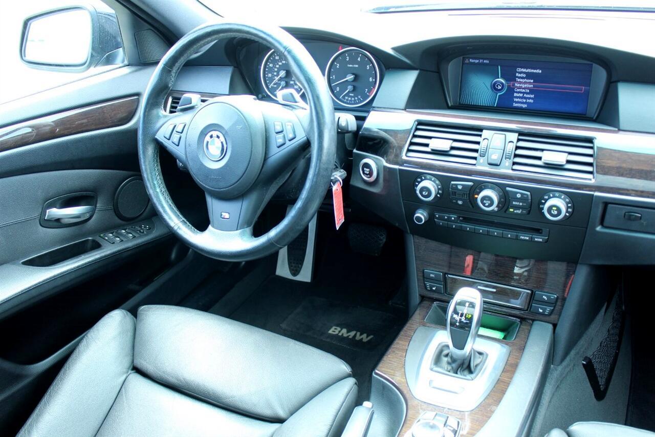 2010 BMW 5 Series 4dr Sdn 550i RWD