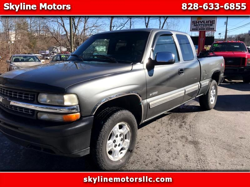 2002 Chevrolet Silverado 1500 Ext. Cab 3-Door Short Bed 4WD