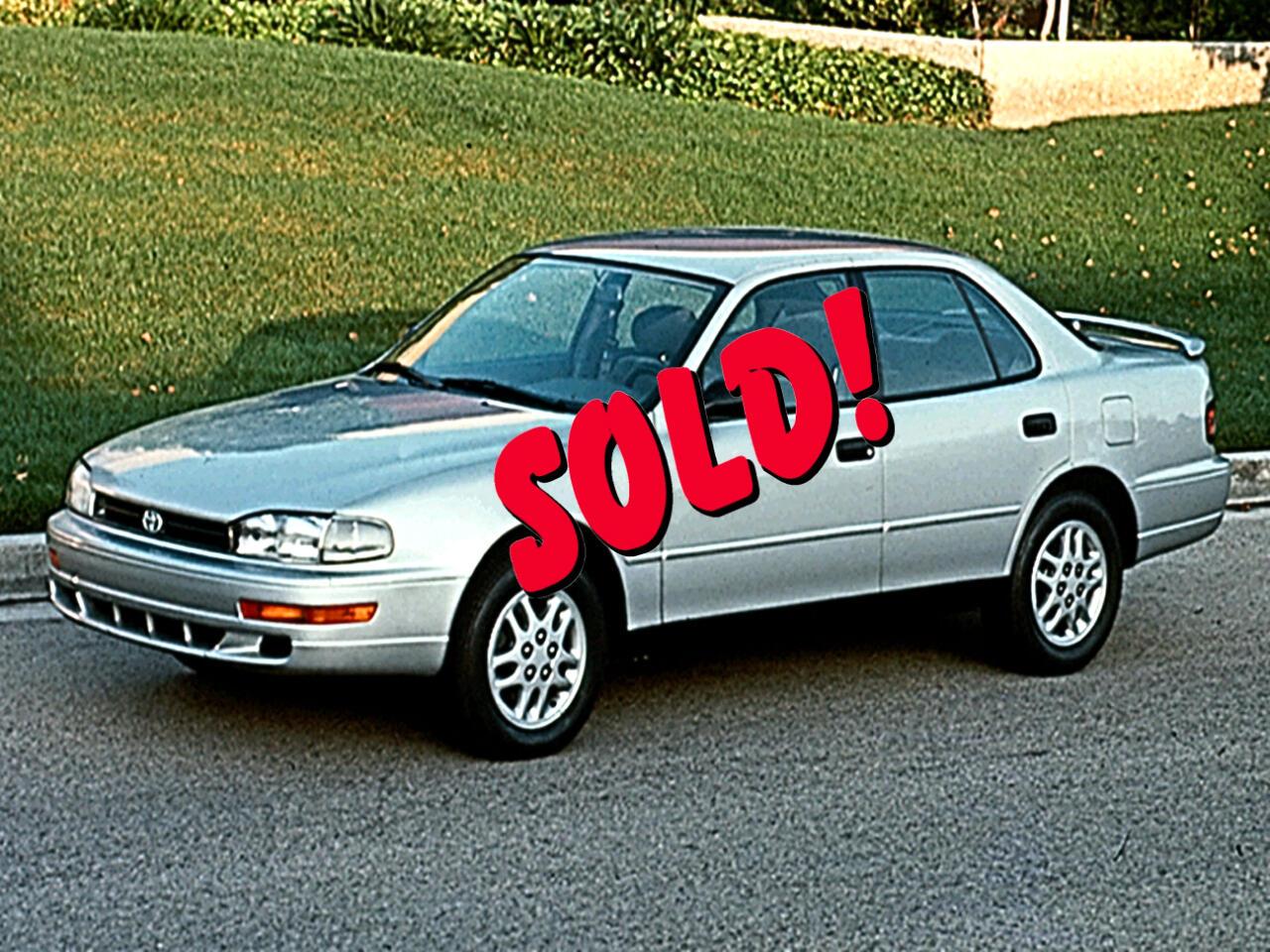 Toyota Camry 4dr Sdn I4 Auto LE (Natl) 1995