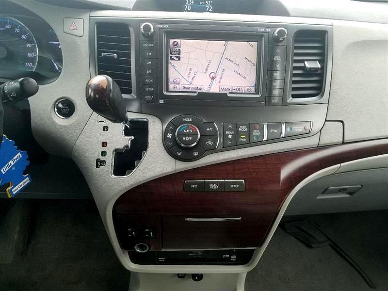 Toyota Sienna Limited 7-Pass V6 2011
