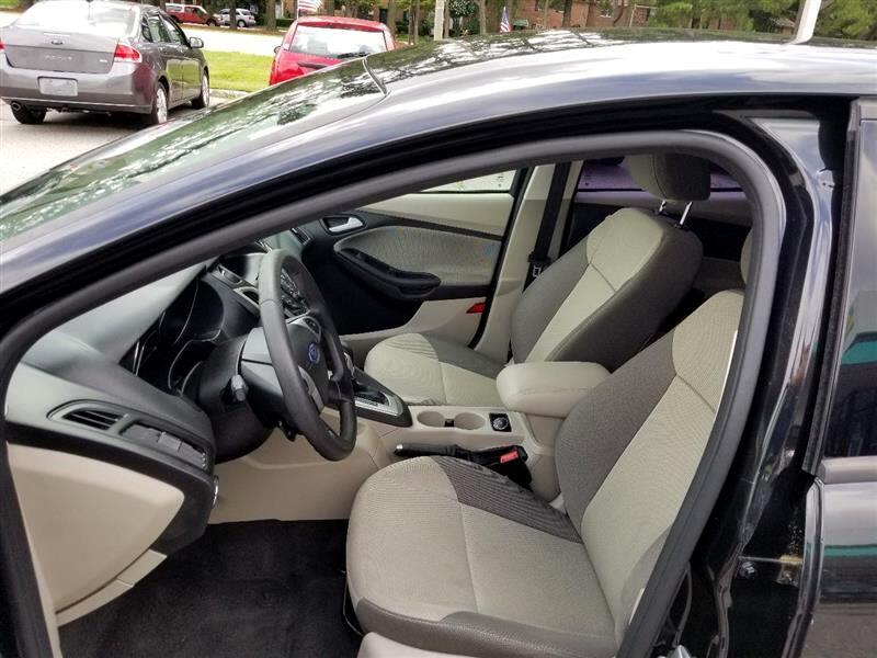 Ford Focus SE Sedan 2013