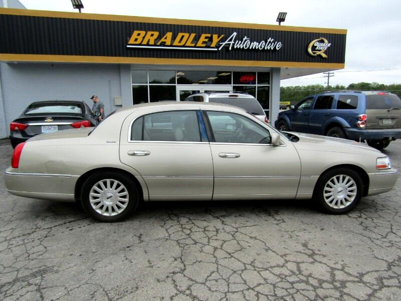 2004 Lincoln Town Car Signature Limited
