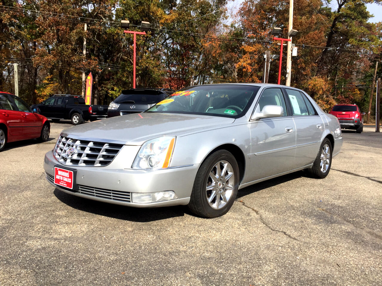 Cadillac DTS 4dr Sdn Luxury I 2010