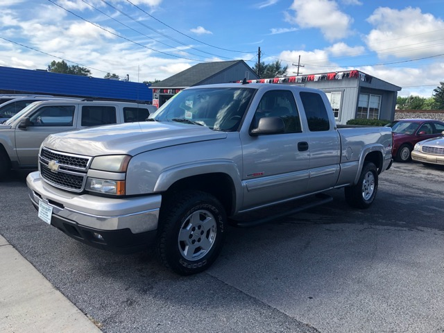 2006 Chevrolet Silverado 1500 LT1 Ext. Cab Short Box 4WD