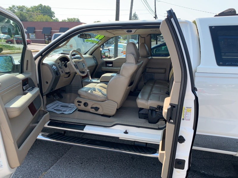 """Ford F-150 Supercab 139"""" 4WD Lariat 2008"""