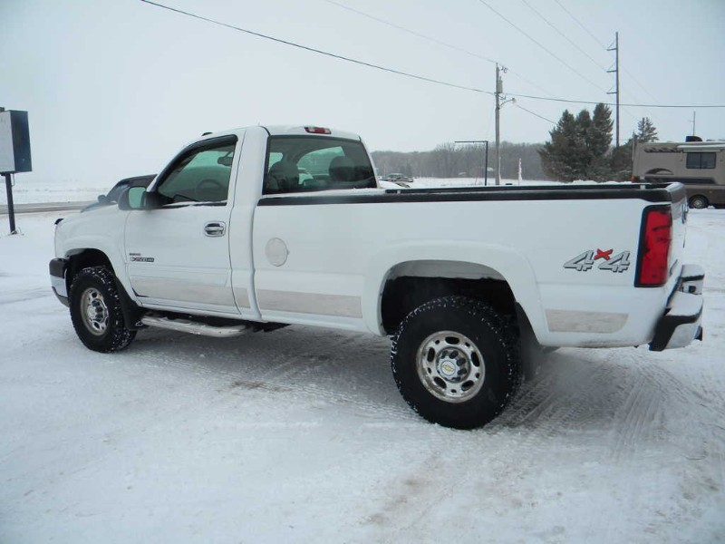 Chevrolet Silverado 2500HD LS Long Bed 4WD 2004
