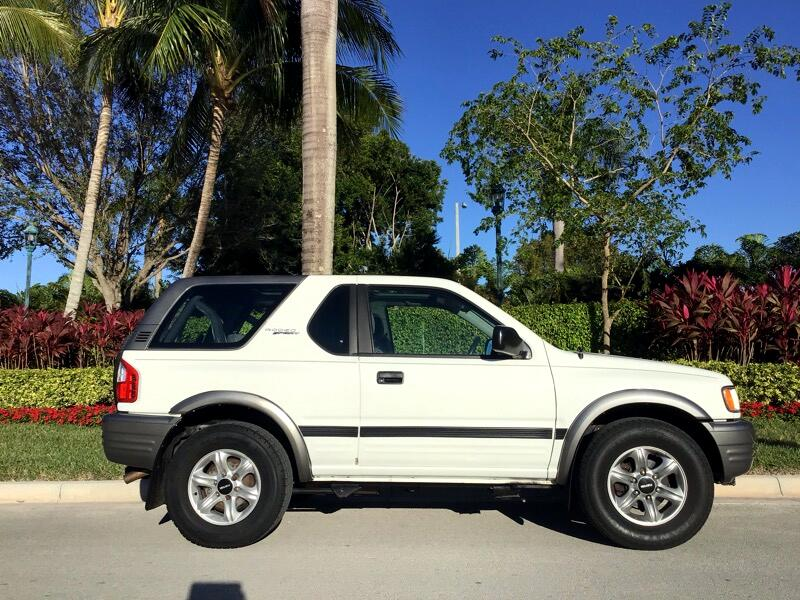 2002 Isuzu Rodeo Sport 2dr Convertible 2WD I4 Manual