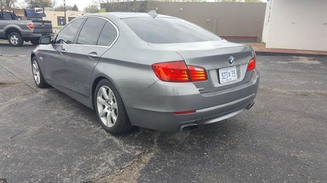 BMW 5-Series 550i xDrive 2011
