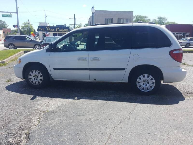 2005 Chrysler Town & Country LX