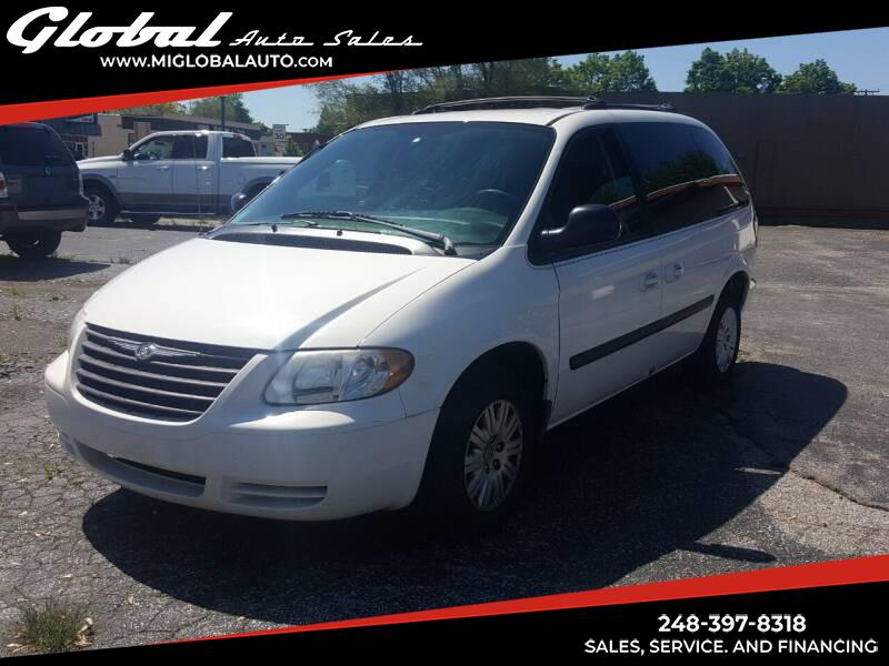 Chrysler Town & Country LX 2005