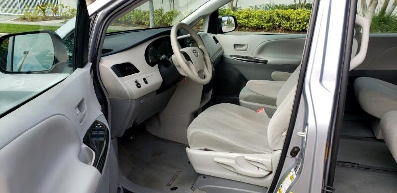 2013 Toyota Sienna FWD 7-Passenger V6
