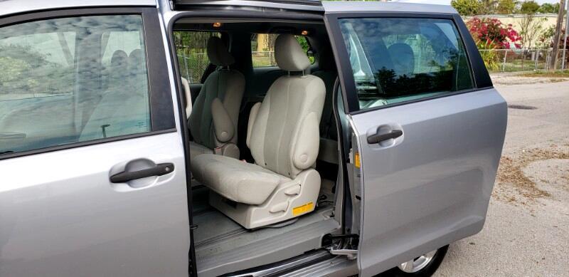 Toyota Sienna FWD 7-Passenger V6 2013