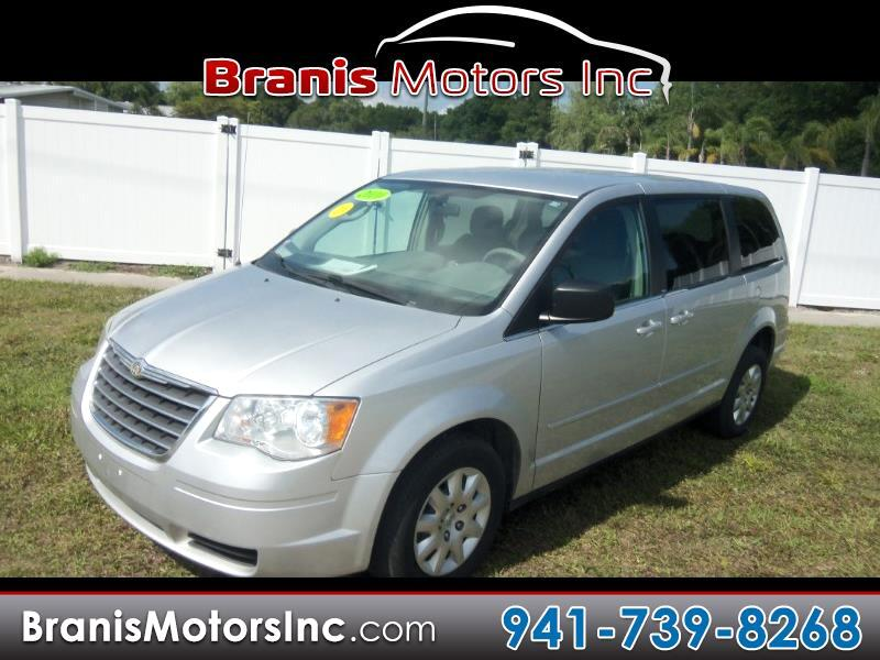 2010 Chrysler Town & Country Front-wheel Drive LWB Pas