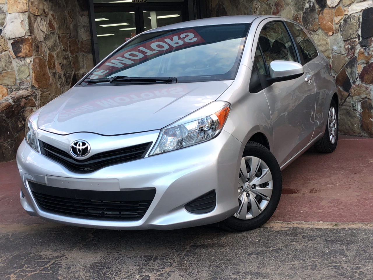 Toyota Yaris 3-Door L Auto (Natl) 2012