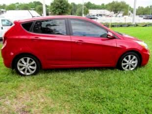 2014 Hyundai Accent SE 5-Door