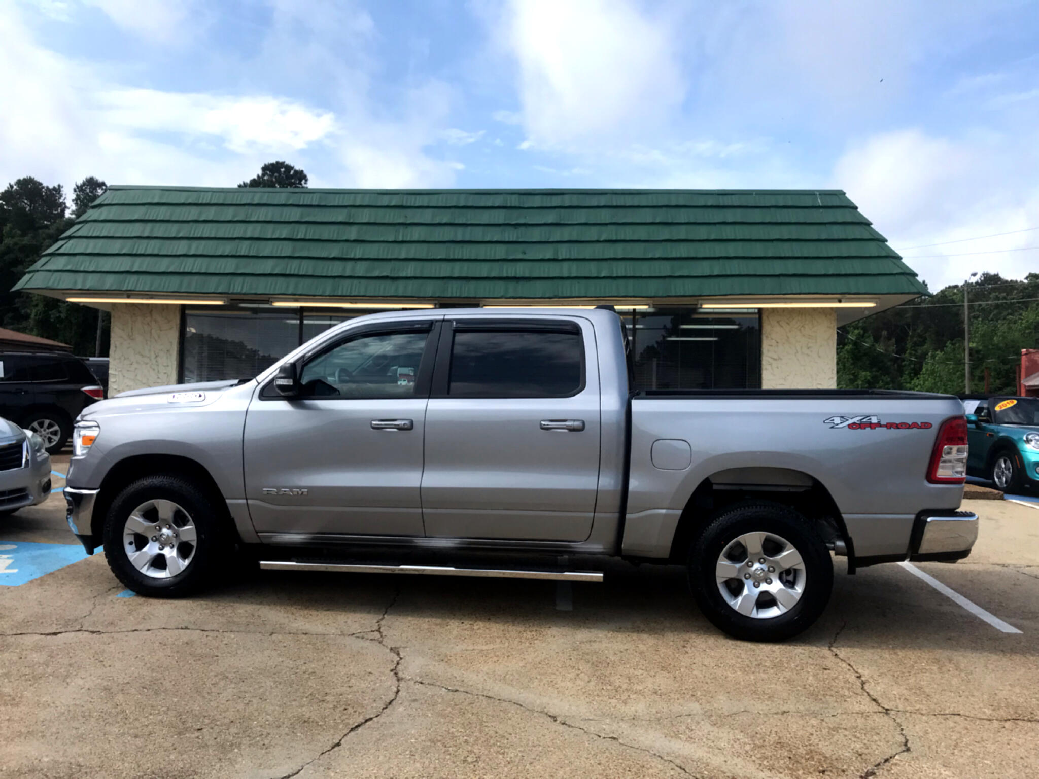 "2019 RAM 1500 Big Horn/Lone Star 4x4 Crew Cab 5'7"" Box"