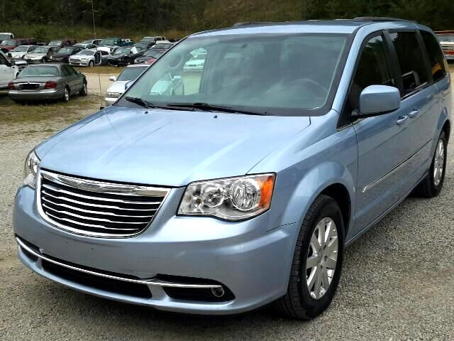 """Chrysler Town & Country 4dr 119"""" WB Limited FWD 2016"""