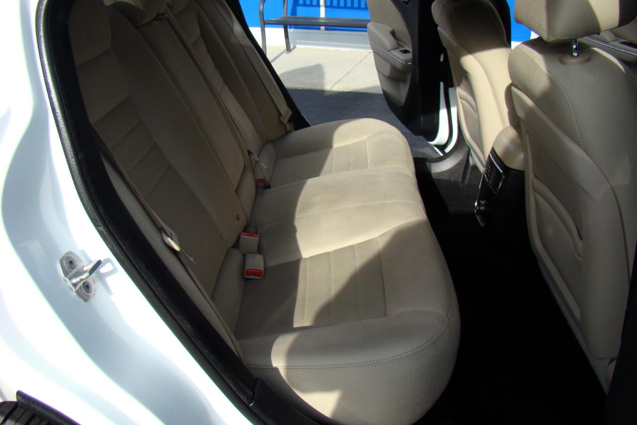 Dodge Charger SE 2011