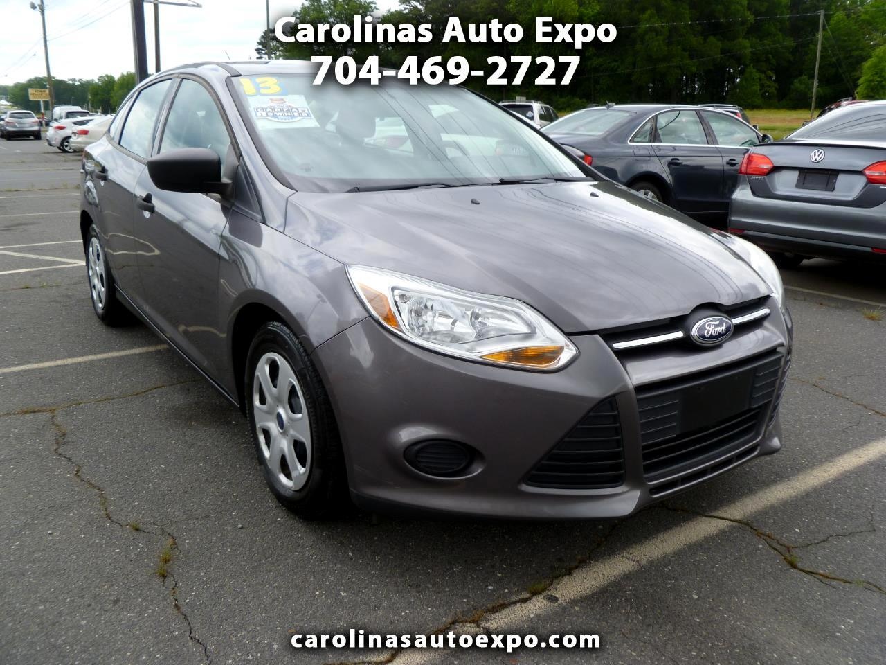 Ford Focus 4dr Sdn S 2013