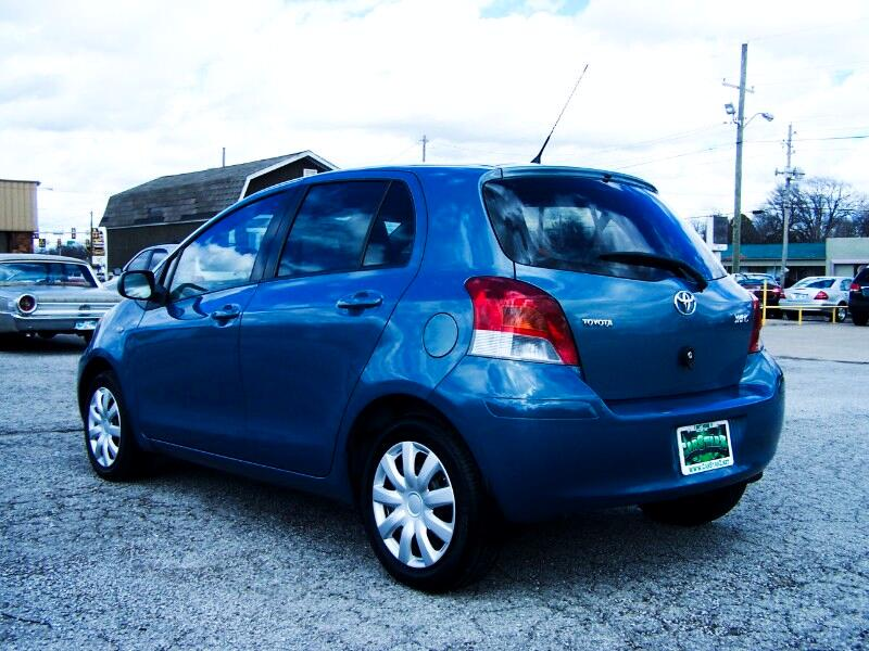 2011 Toyota Yaris Liftback 5-Door AT