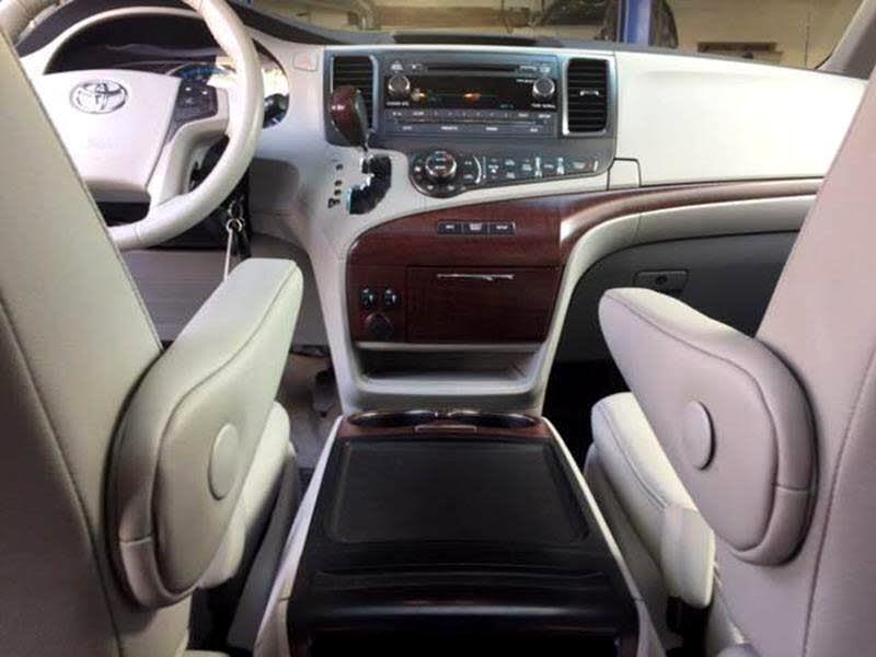 2014 Toyota Sienna XLE FWD 8-Passenger V6