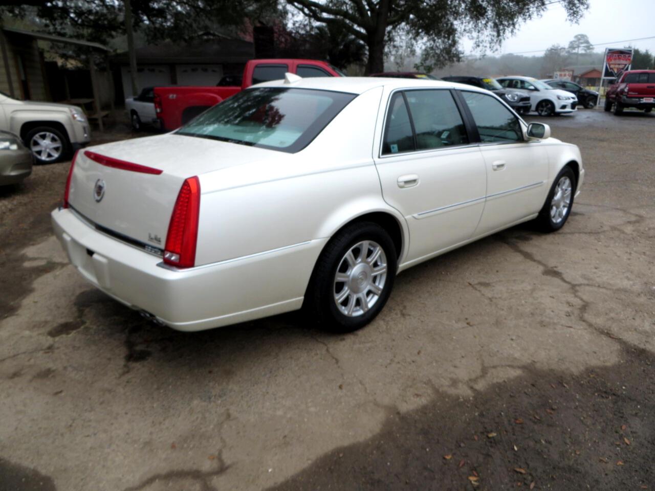 2011 Cadillac DTS 4dr Sdn Base