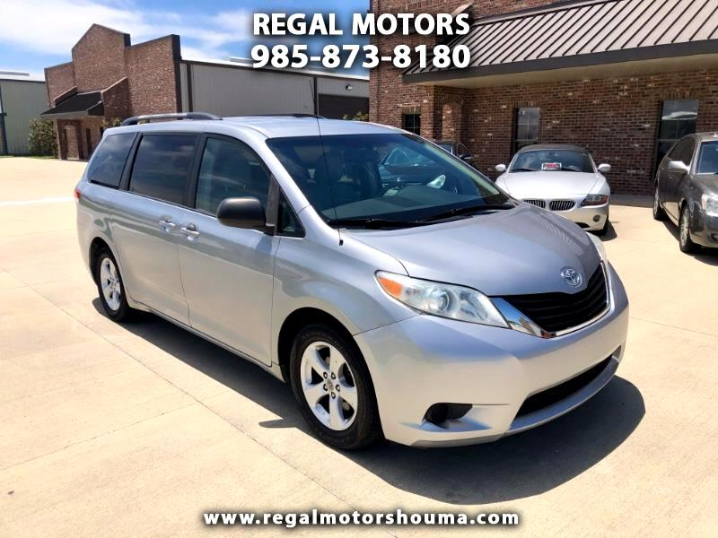 Toyota Sienna 5dr 7-Pass Van V6 LE FWD (Natl) 2011