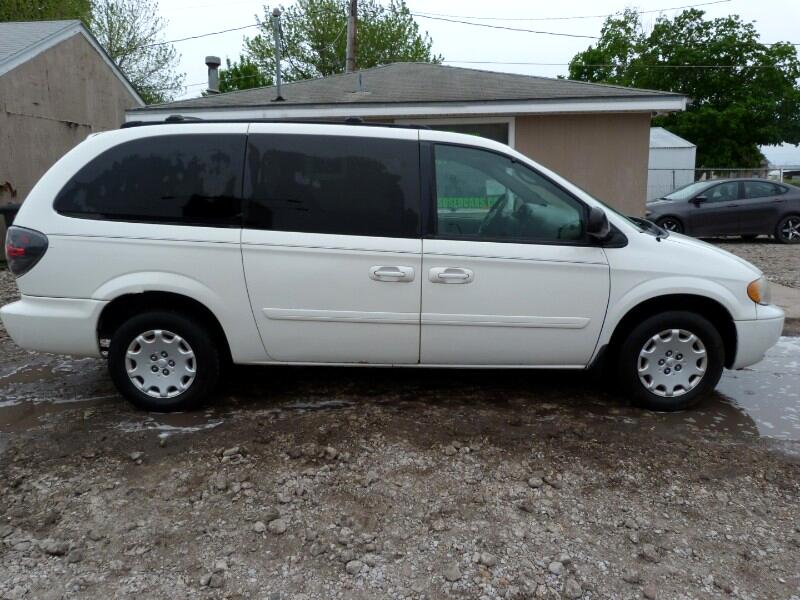2004 Chrysler Town & Country LX
